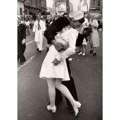 Alfred Eisenstaedt - War's End Kiss